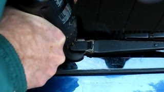 getlinkyoutube.com-When a car part won't come off:  A seized wiper arm removed the home mechanic way