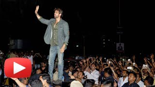 getlinkyoutube.com-Hrithik Roshan's Die Hard Fans Go Crazy !