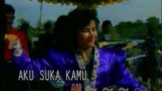 getlinkyoutube.com-Ona Sutra - Asam Di Gunung Garam Dilaut