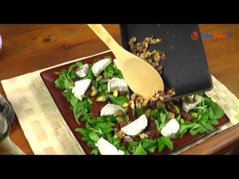 Sałatka z roszponki z kozim serem i orzechami
