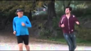getlinkyoutube.com-מצחיק!! חובה לראות עושה פלוצים ברחוב