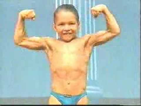 У маленького мальчика мускул больше чем у Вас.