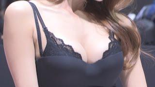 getlinkyoutube.com-[서울모터쇼]포르쉐 모델 주다하,'속옷이 보이는 과감한 의상'