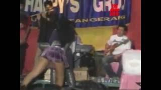 getlinkyoutube.com-Video Dangdut Saweran Edan Peyanyinya Hampir Bugil