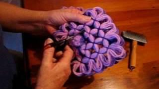 getlinkyoutube.com-Butterfly Loom Pompoms