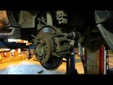 Замена задних тормозных колодок и дисков 120 Прадо