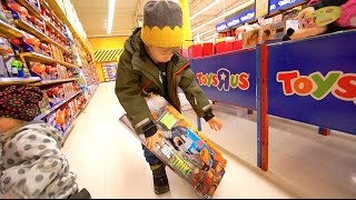 "getlinkyoutube.com-Nerf Shopping at Toys""R""Us"