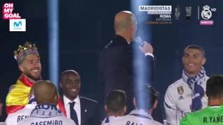 Le regard amoureux de Cristiano Ronaldo envers Zinédine Zidane width=