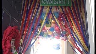 getlinkyoutube.com-Elmo Birthday Party Decorations -  DIY : Streamer Curtains : Sesame Street Party Decorations