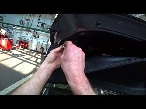 ТЦЛ. Camry 50. Замена лампы габарита в крышке багажника.