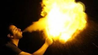 Como cuspir fogo usando maisena - How to throw fire with cornstarch