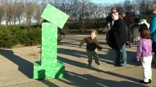 getlinkyoutube.com-The Creeper visits Millennium Park Part 1 (Minecraft Costumes)