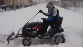 getlinkyoutube.com-Mtd lawn mower with home made snow plow, Mtd traktorić i čišćenje snjega sa ralicom