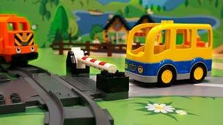 getlinkyoutube.com-Машинки в ЛЕГО мультике - Как хорошо быть нужным. Школьный автобус. Паровозик. Полицейская машинка.