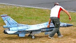 getlinkyoutube.com-HUGE RC SKYMASTER F-16 SUPER SCALE MODEL TURBINE JET FLIGHT DEMONSTRATION / Jetpower Fair 2016