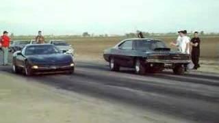 getlinkyoutube.com-Corvette Vs. Charger