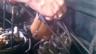 getlinkyoutube.com-1995 Chevy 5.7L V8 Distributor Cap and Rotor Button How to Part 1