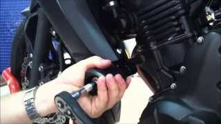 getlinkyoutube.com-Fitting R&G Crash bungs to a 2013 Kawasaki ER6-N by Jesters Trick Bits