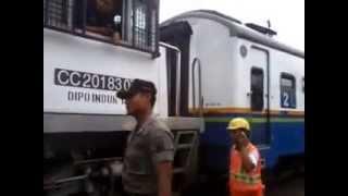 getlinkyoutube.com-Railway Kereta Api : KA Malioboro dengan lokomotif depan belakang