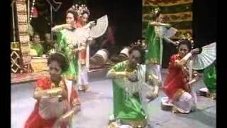 getlinkyoutube.com-Tari Pakarena : Tradisi Dari Gowa Sul-Sel (1951)