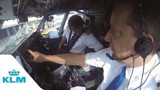 getlinkyoutube.com-KLM Cockpit Tales: Part 1 - Autopilot in action