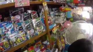 getlinkyoutube.com-문방구 레고 짝퉁 장난감이 모두 시시하다며 발길을 돌리는 아이