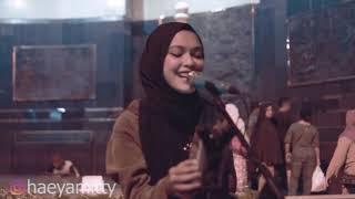Roman Picisan    Mitty Zasia Live Cover Tugu Yogyakarta ( Dewa 19 )