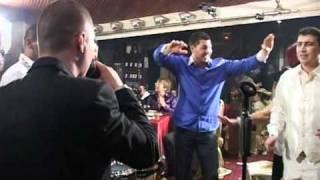 getlinkyoutube.com-Гъмзата прави уникално шоу на сватба