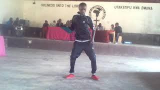 Magufur ampa gari mtoto wake kwa kucheza nyimbo ya zilipendwa WCB