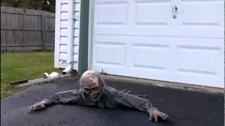 getlinkyoutube.com-Crawling Zombie prop review