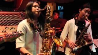 getlinkyoutube.com-Saxpackgirl performed at Saxophone Pub, Thailand