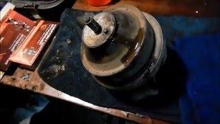 getlinkyoutube.com-Как поменять переднюю опору двигателя VW Passat B3.