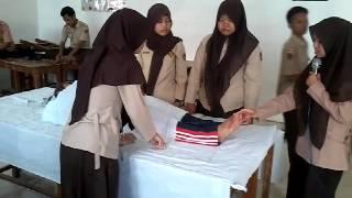 getlinkyoutube.com-Belajar praktek mengkafani jenazah SMA Al Fudlola Moga Pemalang