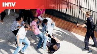 getlinkyoutube.com-UNOS GITANOS AGREDEN A DOS POLICIAS EN EL ALTO DE SAN ISIDRO, MADRID