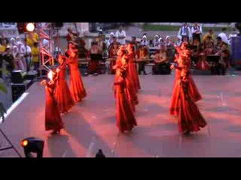 Armenian traditional folk dance 2