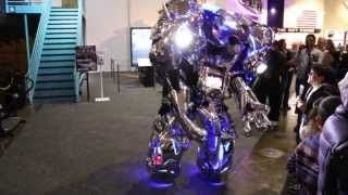 getlinkyoutube.com-THIS ROBOT VS. the Robot punches drunk guy. Butlins Bognor 2010
