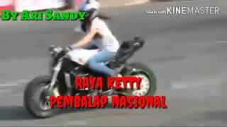 getlinkyoutube.com-atraksi motor cewek di kendarai oleh Raya kitty