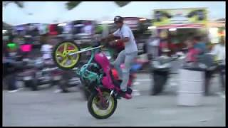 getlinkyoutube.com-Acrobacias Semana de la Moto 2014