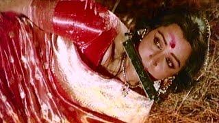 getlinkyoutube.com-Danny Tortures Hema Malini - Aandhi Toofan, Emotional Scene 6/10