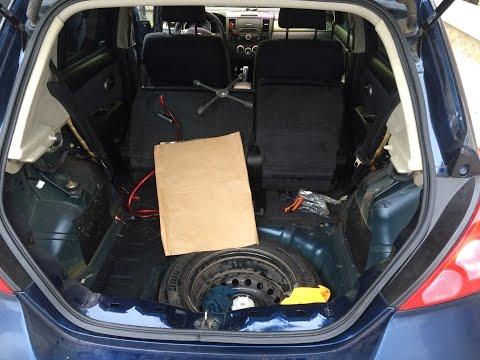 Разбор обшивки багажника на Nissan Tiida