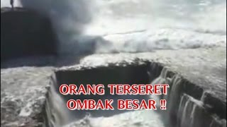 "getlinkyoutube.com-VIDEO KEJADIAN NYATA YANG MENYERAMKAN ""ORANG TERSERET OMBAK BESAR"" KEJADIAN NYATA DI DUNIA !!"