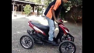getlinkyoutube.com-Yamaha Mio Quad leaning By scooter99