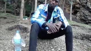 Mtanzania wa ajabu alazimisha kuwa mganga wa kienyeji huko Loliondo kwa Babu.