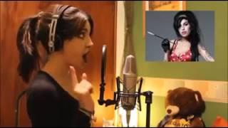 getlinkyoutube.com-La chica de las 15 voces