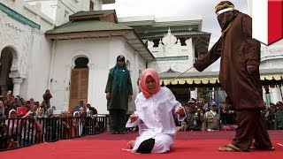 getlinkyoutube.com-Indonesia woman Nur Elita caned in public for breaking Sharia Law in Aceh province - TomoNews