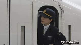 美人車掌の新幹線運行業務。Beautiful woman conductor of the Shinkansen.