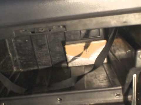 Где находится в Toyota Мастер Айс Сурф предохранитель стартера