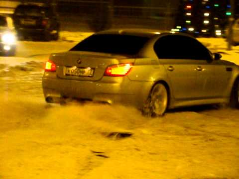 BMW M5 Snow Drift
