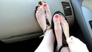 getlinkyoutube.com-jessica  simpson T strap thong sandals