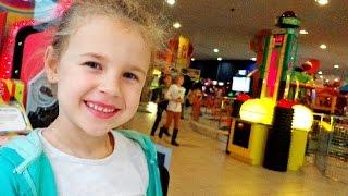 getlinkyoutube.com-Видео для детей. Ксюша НА ДЕТСКОЙ ПЛОЩАДКЕ в Fun City. Развлечения детям.